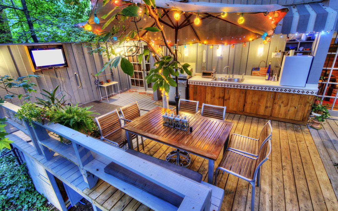 4 Easy Tips for Decorating Your Deck